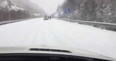 Закъсали коли в района на Маказа