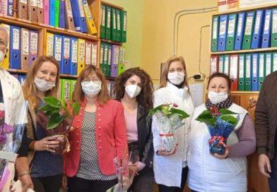 Китка цвете поднесоха за празника на медиците в Крумовград