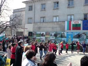 Хоро в центъра на Крумовград