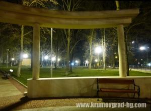 Парка на Крумовград през ноща