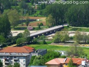 Мостът към болницата