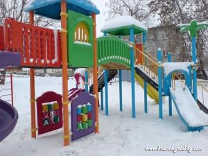 Детска площадка през зимата 1